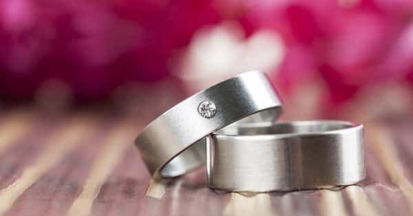 Jewelry Metals 101: Metals Used in Jewelry (Titanium Wedding Rings)