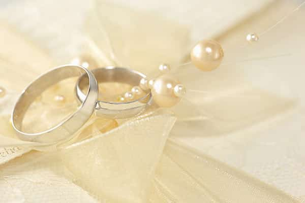 Jewelry Metals 101: White Gold Wedding Rings With Pearls