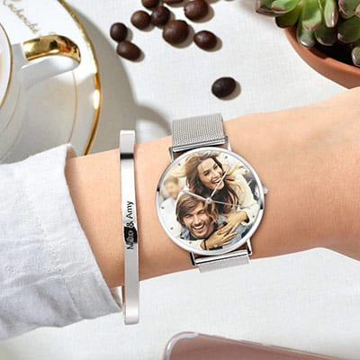 Soufeel Photo Watch (Best Seller) Worn on the Left Hand of a Fashion Model