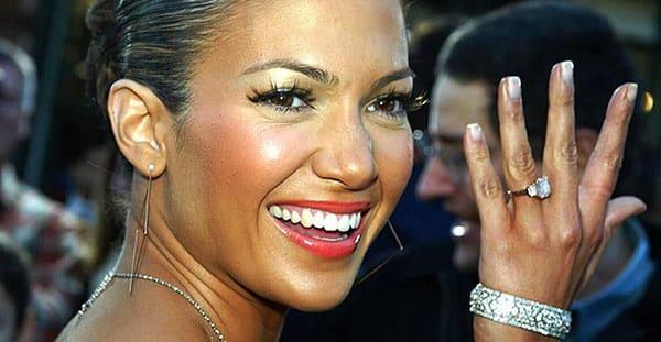 Jennifer Lopez Showing Fans Her Pink Diamond Engagement Ring