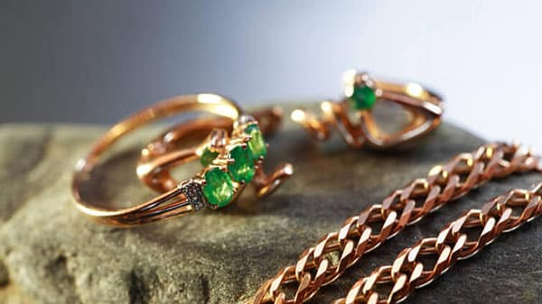 Gold Jewelry With Precious Emerald Gems