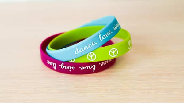 Colorful Silicon Band Bracelets: Easy to Customize Online