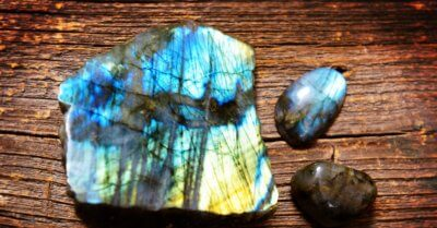 Labradorite Guide: Facts, Properties and Where to Buy