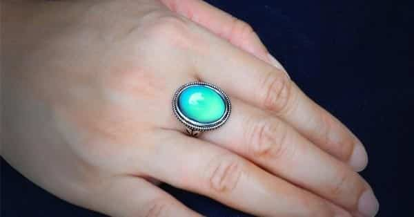 Displaying Different Mood Ring Colors