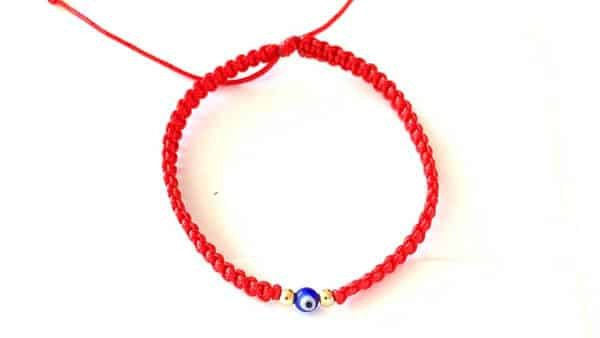 Red String Bracelets: Gifts for Babies