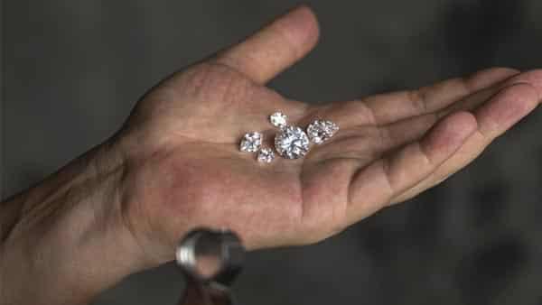 Balancing Between Diamond Shape and Clarity Grade