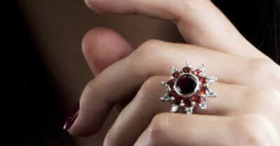 A Guide to January Birthstone (2020 Edition With Gift Ideas)