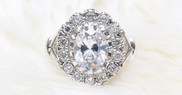 Halo Style Oval Diamond With Bow-Tie Effect