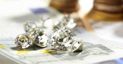 1 Carat Diamond Price Charts (Data From 4 Leading Brands)
