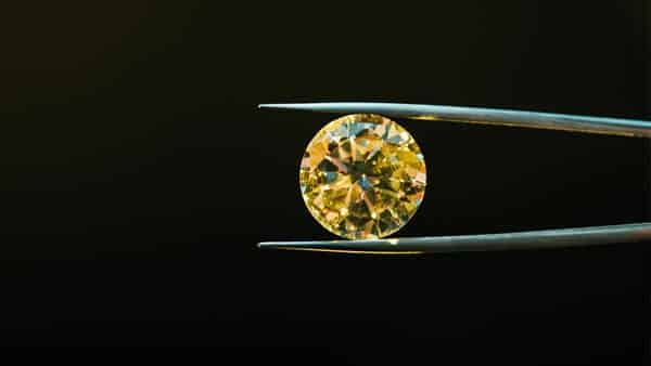 Examining the Color Saturation of a Colored Diamond