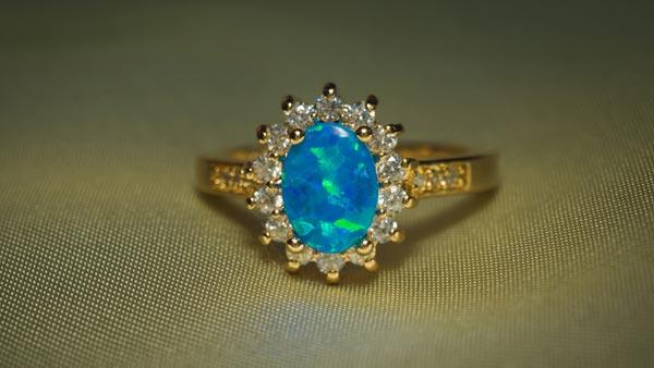 Evaluate the Quality of a Precious Opal