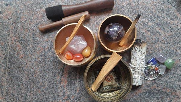 Using Singing Bowls to Amplify Crystal Healing (Ceida Uilyc)