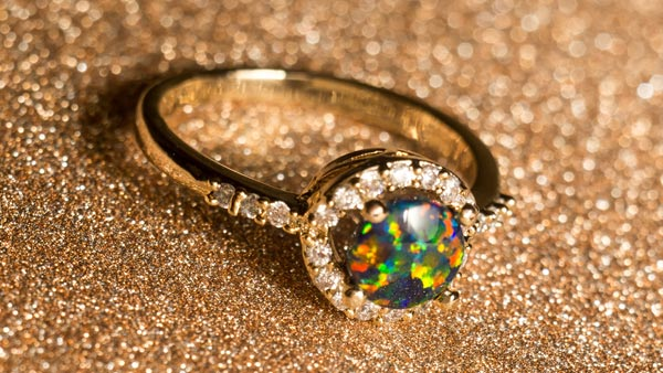 Wearing an Opal Ring to Balance One's Mind